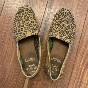 Leopard print Toms